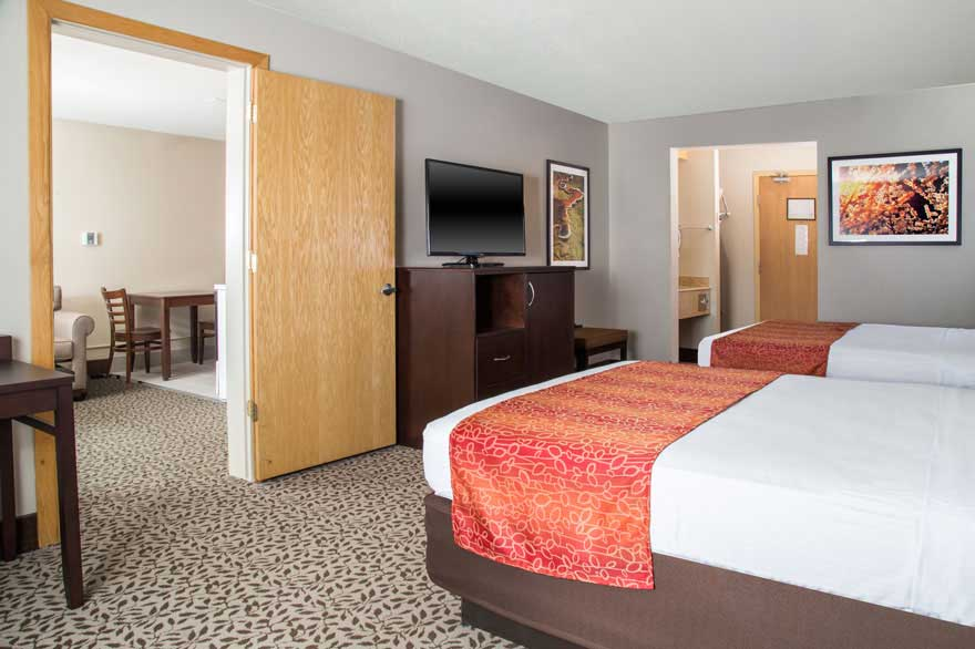 Gray Wolf Inn junior suite with double beds