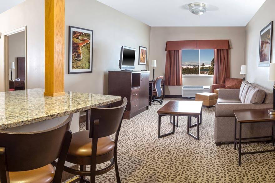 Wolf Inn & Suites
