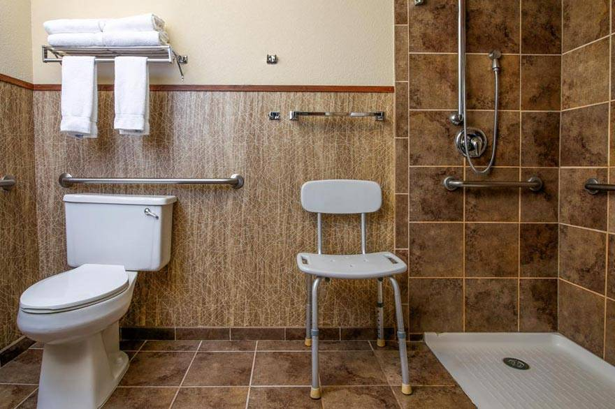 Holiday Inn West Yellowstone ADA accessible bathroom