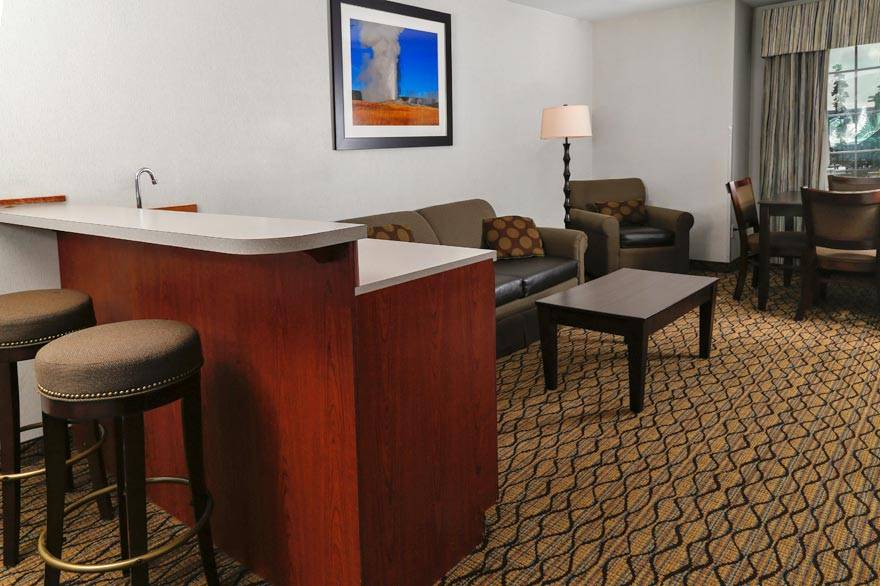 The Holiday Inn West Yellowstone executive suite features a wet bar and gas fireplace