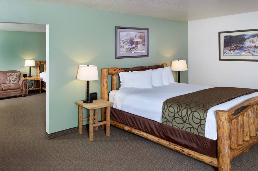 Mountain View Suite with 2 King Beds at The Ridgeline Hotel at Yellowstone