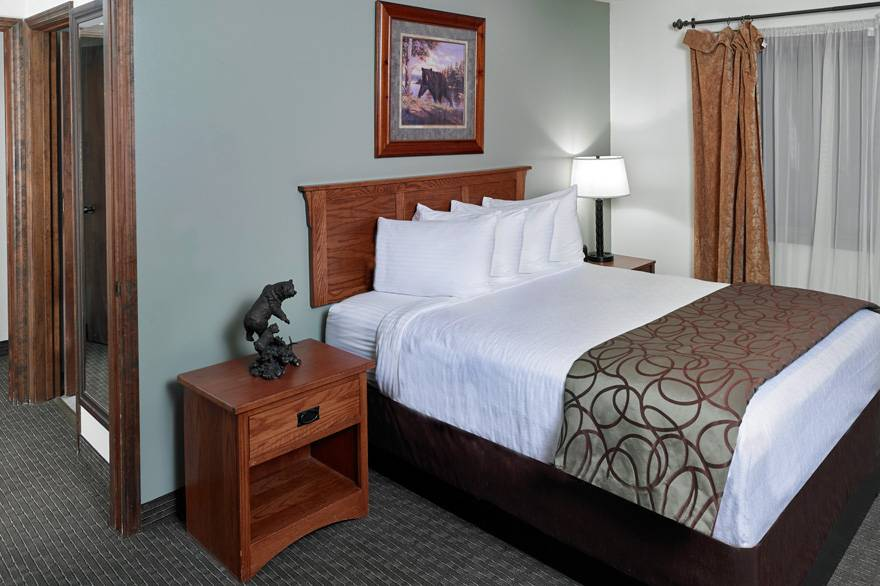 Mountain View Suite with 2 Queen Beds at The Ridgeline Hotel at Yellowstone