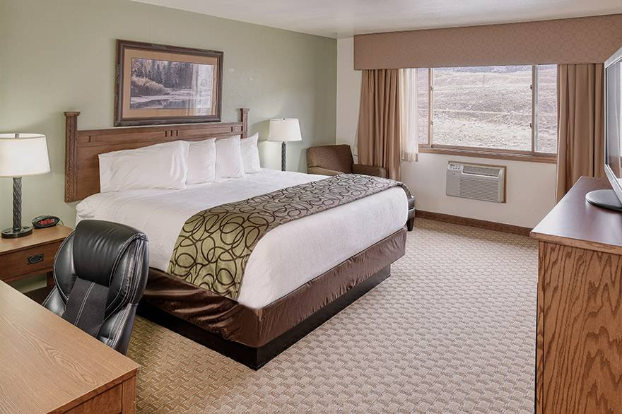 King room with Mountain View at Best Western by Mammoth Hot Springs