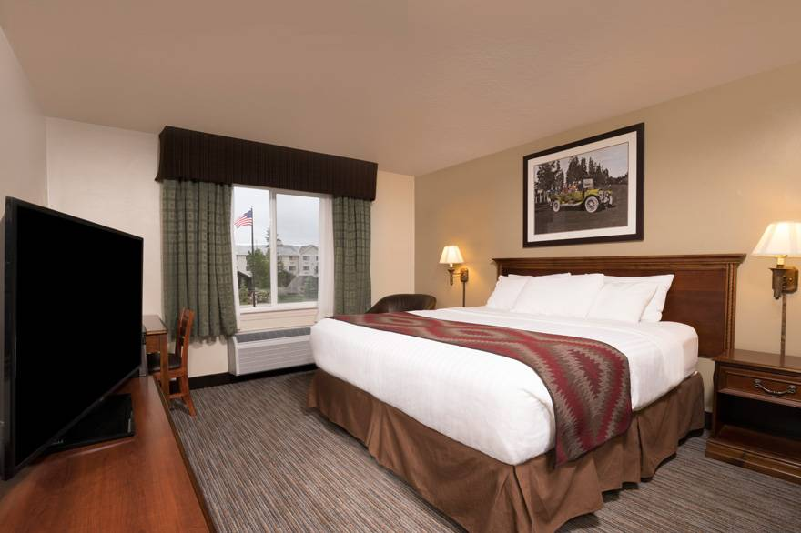 Yellowstone Park Hotel deluxe king room