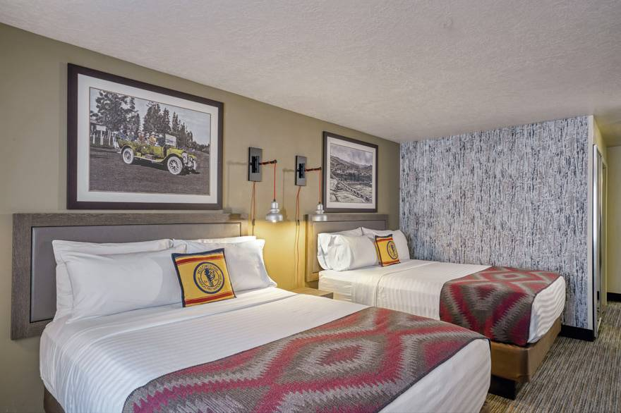 Yellowstone Park Hotel Deluxe Room with 2 Queen Beds