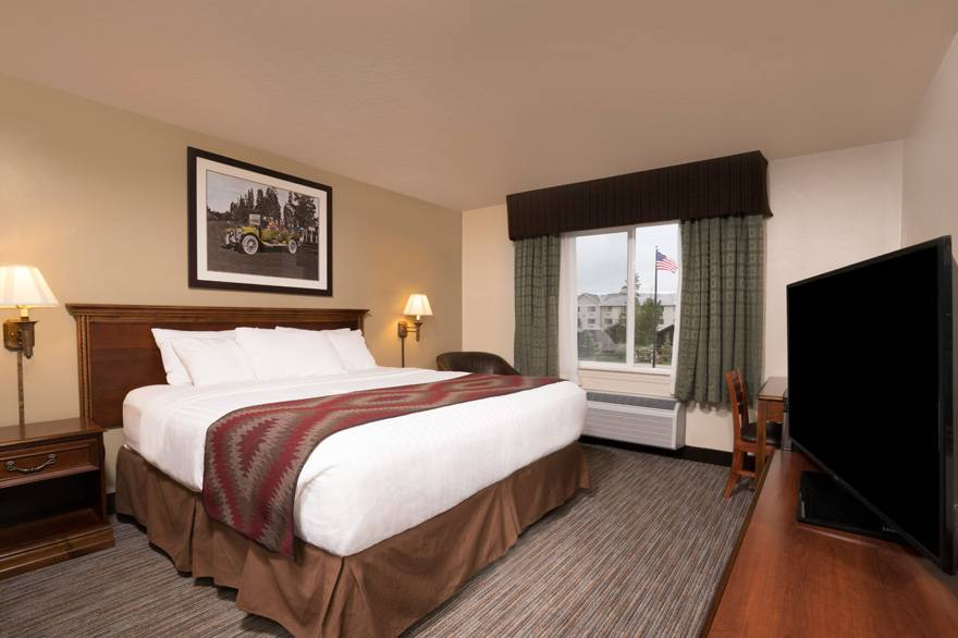 Yellowstone Park Hotel standard single king room