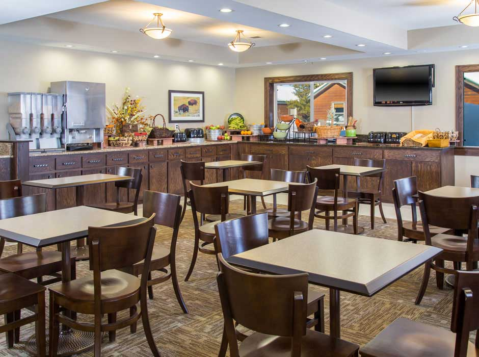 Gray Wolf Inn and Suites continental breakfast area