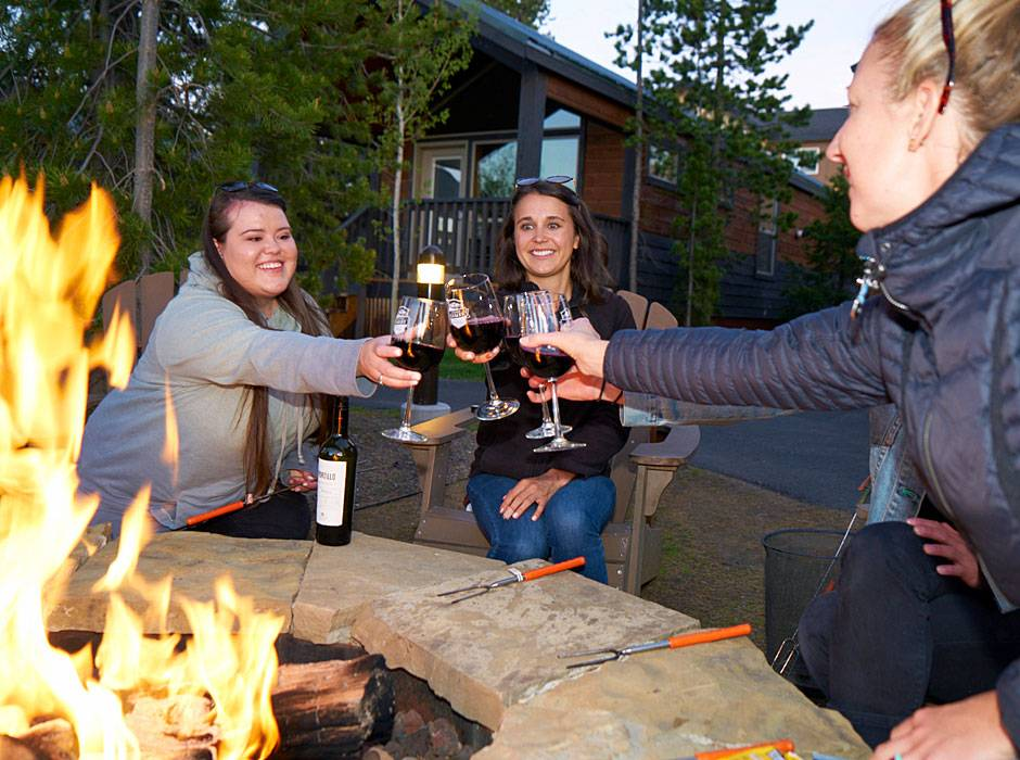 Explorer Cabins guests enjoying a glass of wine by our outdoor fire pits