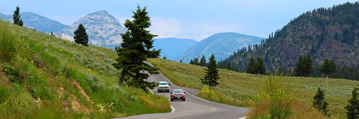 A beautiful scenic drive through Yellowstone National Park