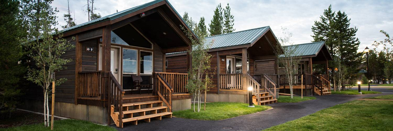 Yellowstone national park cabins explorer cabins west for Yellowstone log cabin hotel