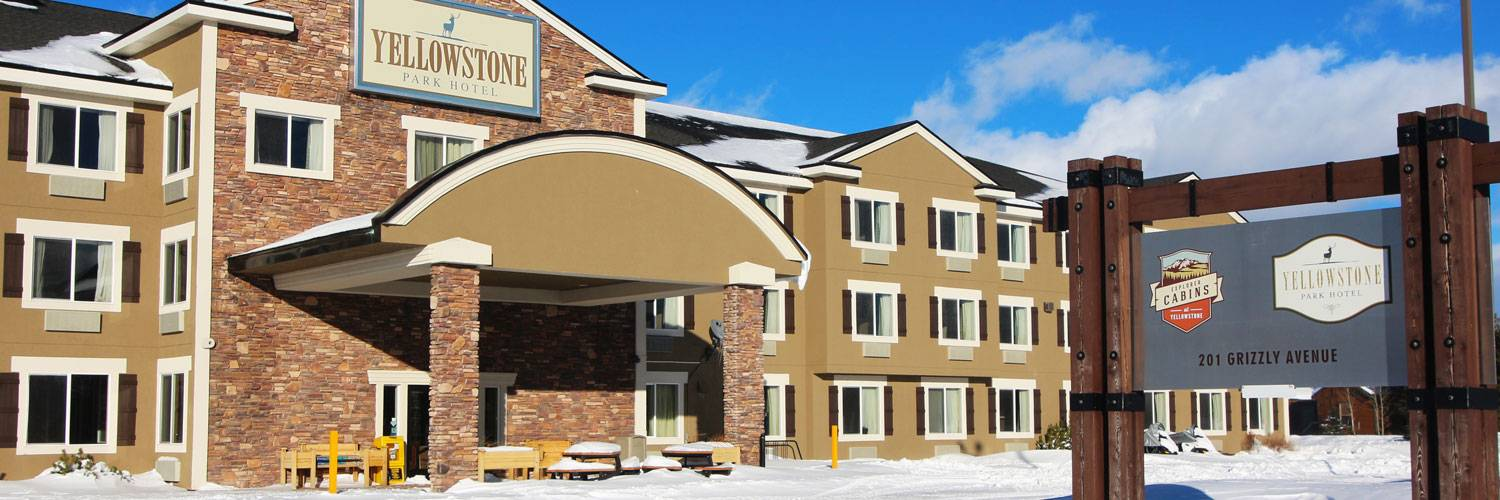 Yellowstone Park Hotel in Winter
