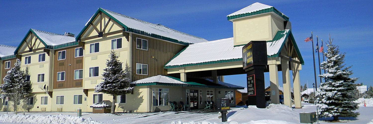 Yellowstone national park lodging gray wolf inn suites for Yellowstone hotel and cabins