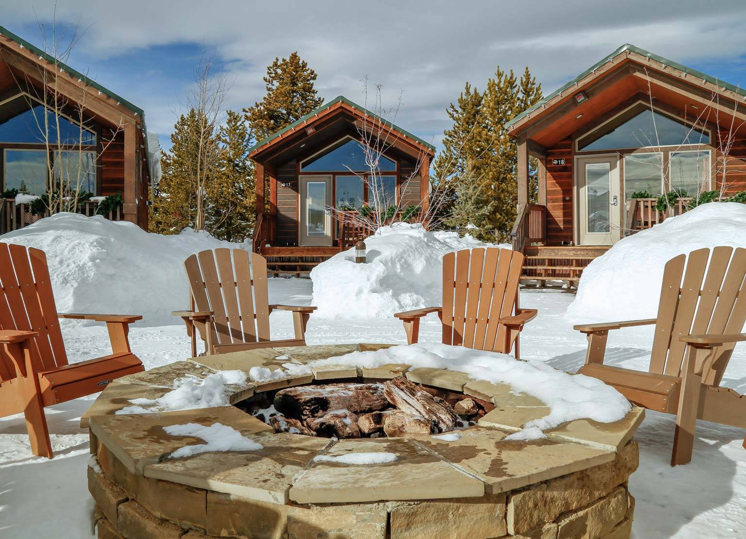 Yellowstone Lodging, Yellowstone Cabins, Yellowstone Cabin Fire Pit