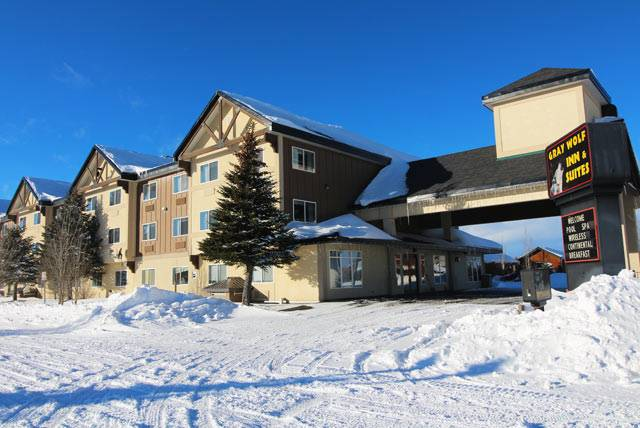 Gray Wolf Inn and Suites in Winter