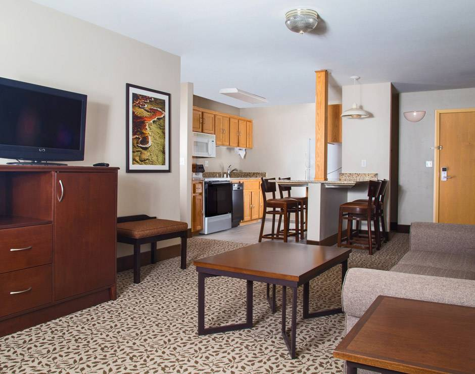 Gray Wolf Inn and Suites guestroom